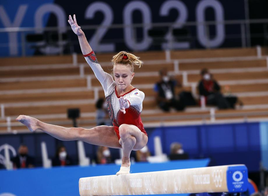Женская сборная России по гимнастике завоевала первое в своей истории золото Олимпийских игр в командном многоборье  - фото