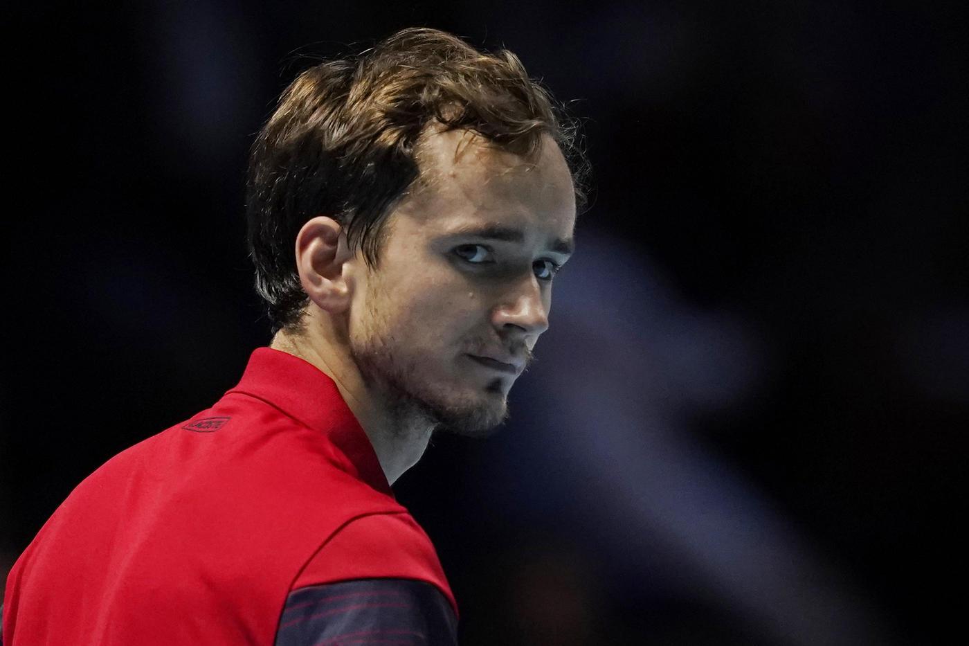 Медведев опустился на девятую строчку в чемпионской гонке ATP - фото