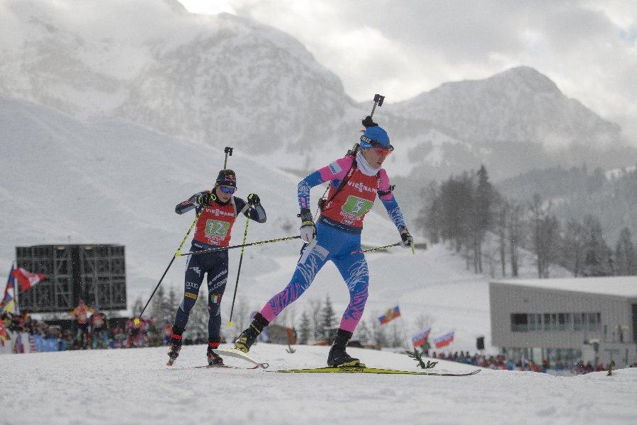 Чемпионка России по биатлону не видит проблемы в отсутствии тренера по стрельбе - фото