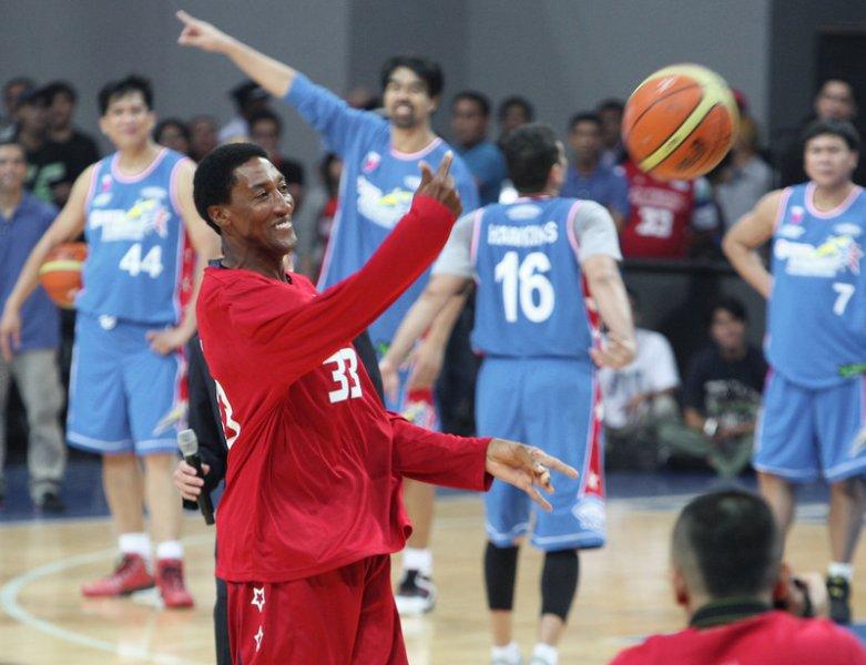 Пиппен пригласил болельщиков к себе домой для просмотра олимпийского баскетбола - фото