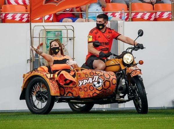 Погиб талисман ФК «Урал», управлявший мотоциклом во время шоу накануне матчей - фото