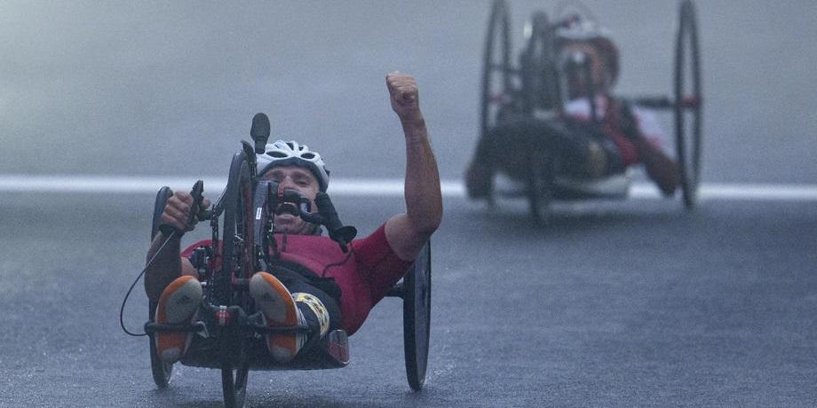 Велогонщик Кузнецов завоевал золото на Паралимпиаде-2020 - фото