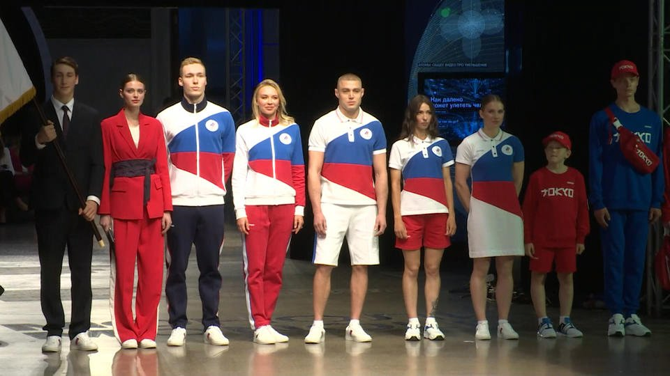 Глава ОКР Станислав Поздняков о форме российских олимпийцев: Флаг там виден - фото