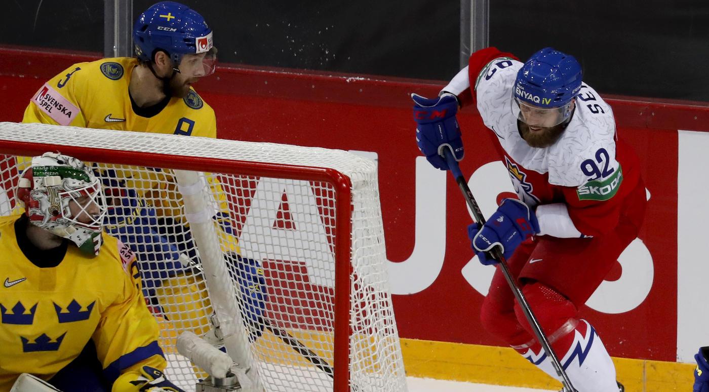 Чехи отыграли две шайбы у Швеции и выиграли, финны легко разобрались с Италией - фото