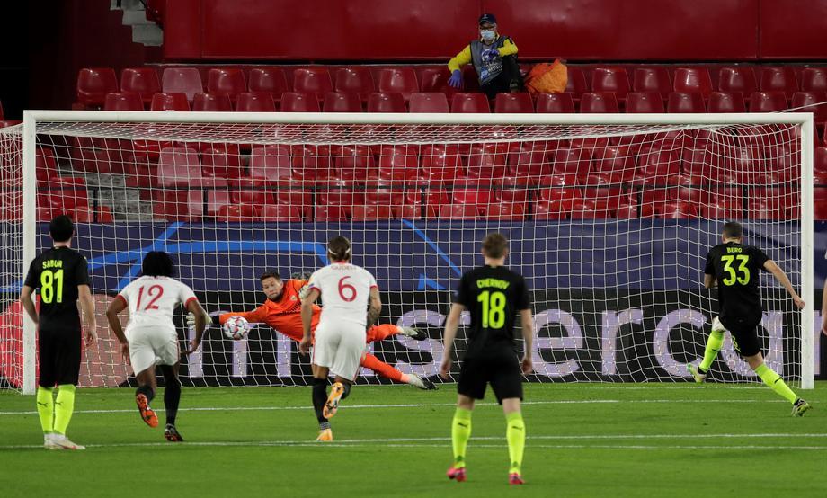 Невероятно! VAR принял два решения в пользу «Краснодара» в матче с «Севильей» - фото