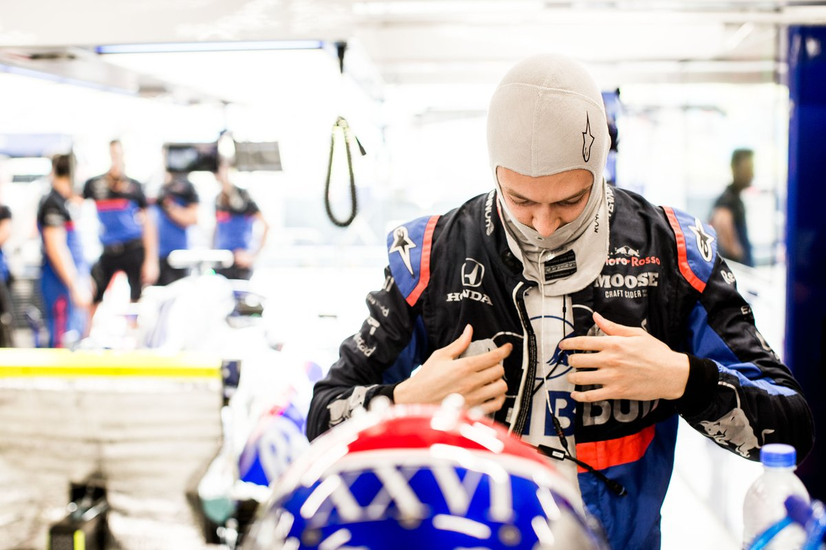 Даниил Квят объяснил запрет на шлем в цветах российского флага - фото