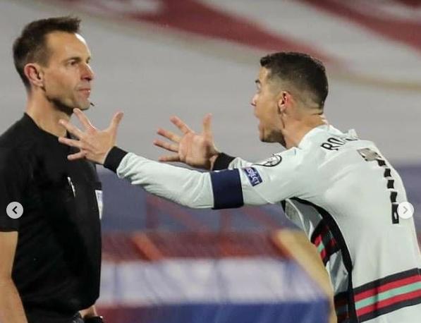 «Давай, Португалия!» – Криштиану Роналду выступил с заявлением после скандального матча с Сербией - фото
