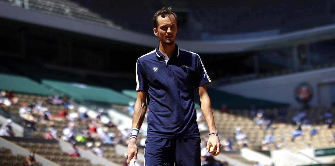 Даниил Медведев вышел в 1/8 финала «Ролан Гаррос» - фото