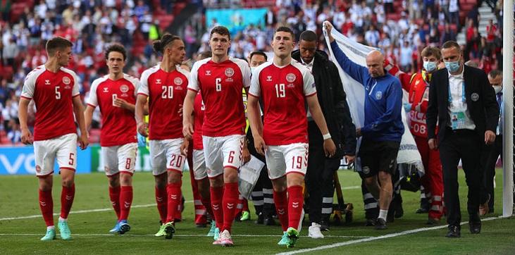 УЕФА вручил World fair play сборной Дании по итогам Евро-2020 - фото