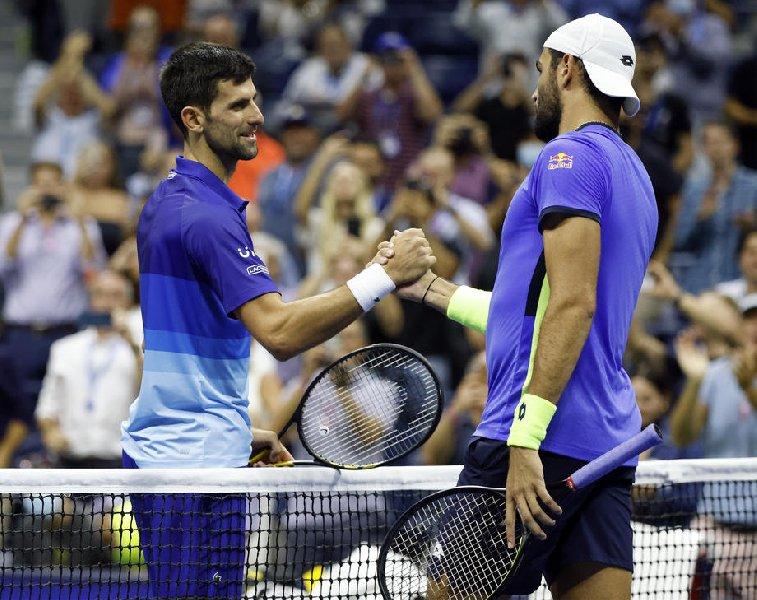 Джокович вышел в полуфинал US Open - фото