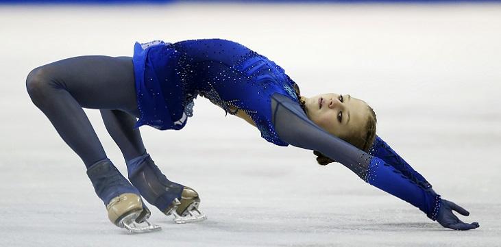 Трусова безошибочно откатала короткую программу, однако трюк с платьем не удался - фото