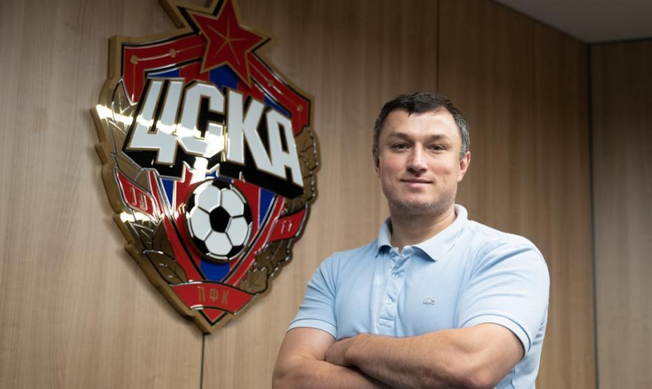 Эдуар Безуглов прокомментировал совмещение работы в ЦСКА и сборной России - фото