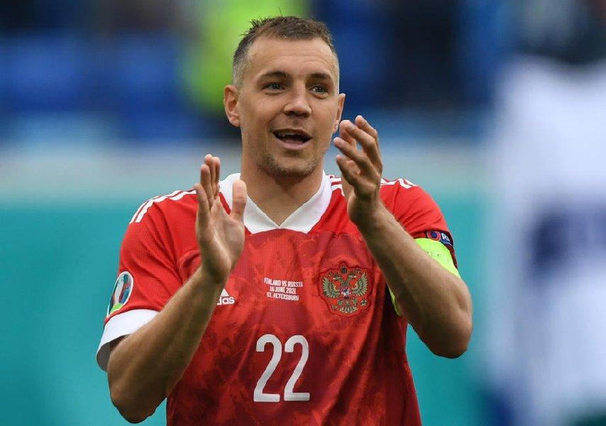Романцев заявил, что не стал бы вызывать Дзюбу в сборную после его отказа - фото
