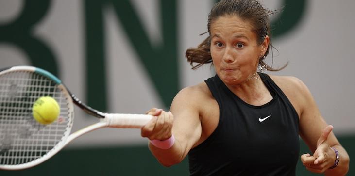 Касаткина проиграла в финале турнира в Бирмингеме и расцарапала шею - фото