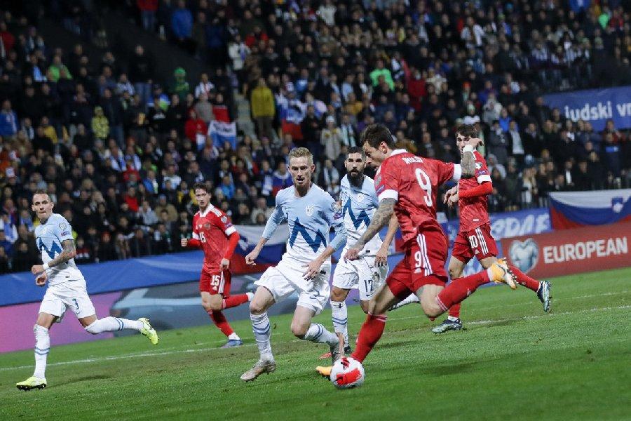 Канчельскис: При Черчесове сборная России играла инертно, сейчас футболисты бьются за результат  - фото