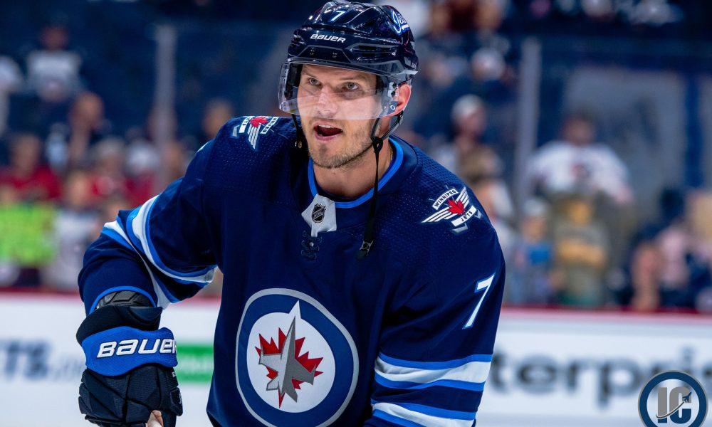 Еще один россиянин подписал контракт с клубом НХЛ - фото