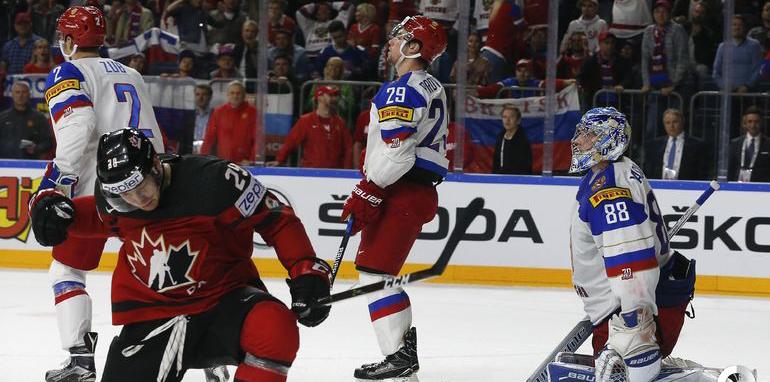 Заслуженный тренер России Владимир Плющев:  Канадцы шлепают нас любыми составами, а мы радуемся, что два периода у них выигрывали - фото