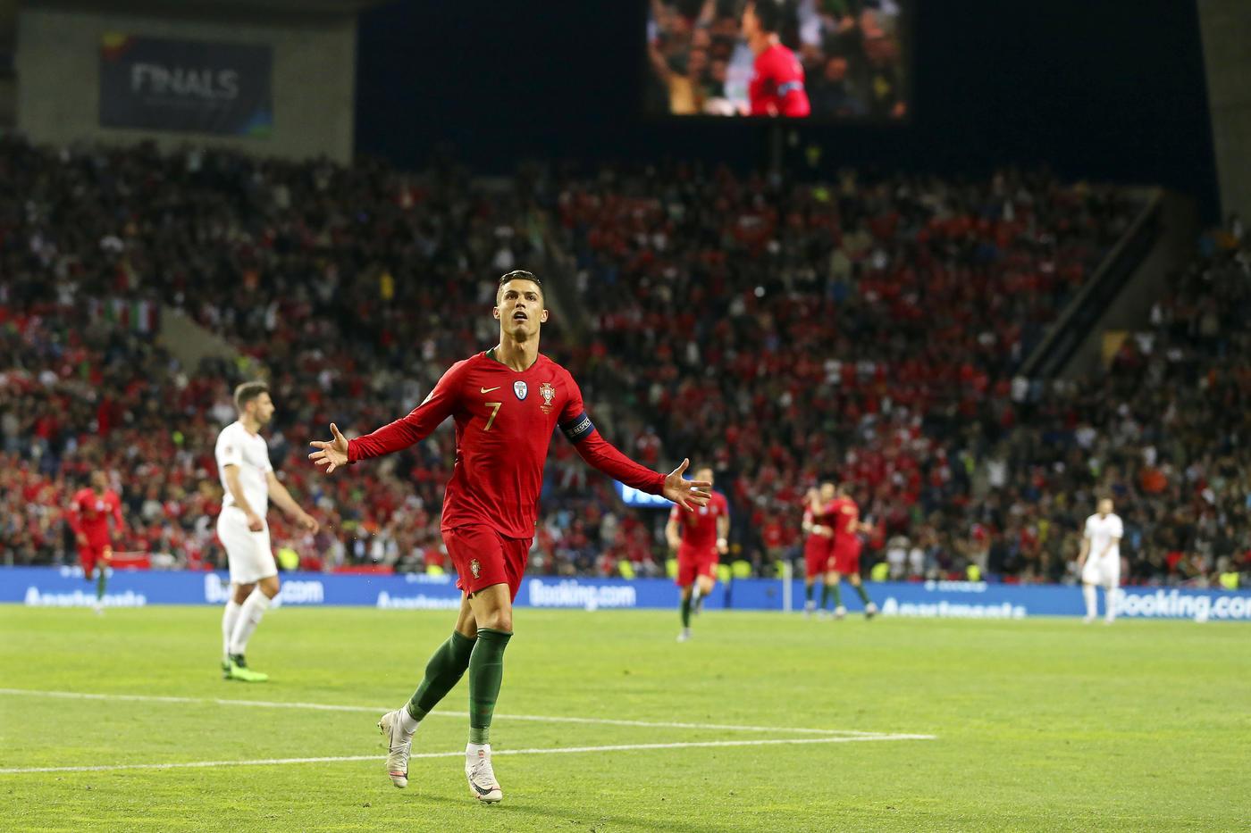 Португалия играла хуже Швейцарии. Но Роналду опять доказал, что он великий снайпер - фото