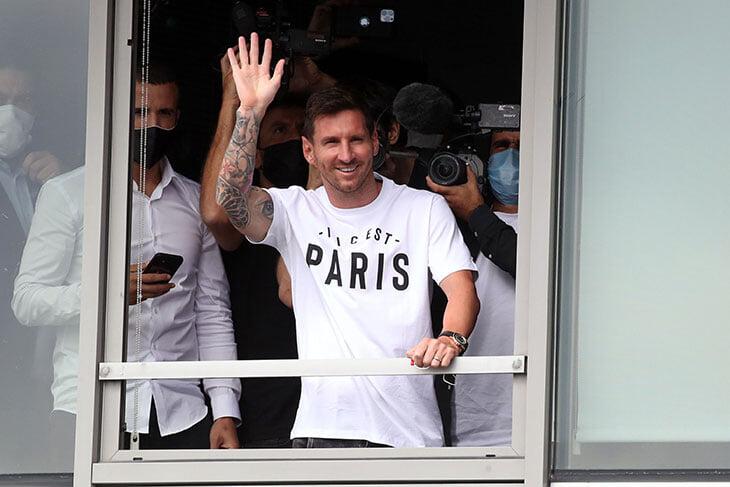 Mесси перешел в ПСЖ. В Париже сходят с ума, анонс набрал 19 млн просмотров за четыре часа  - фото