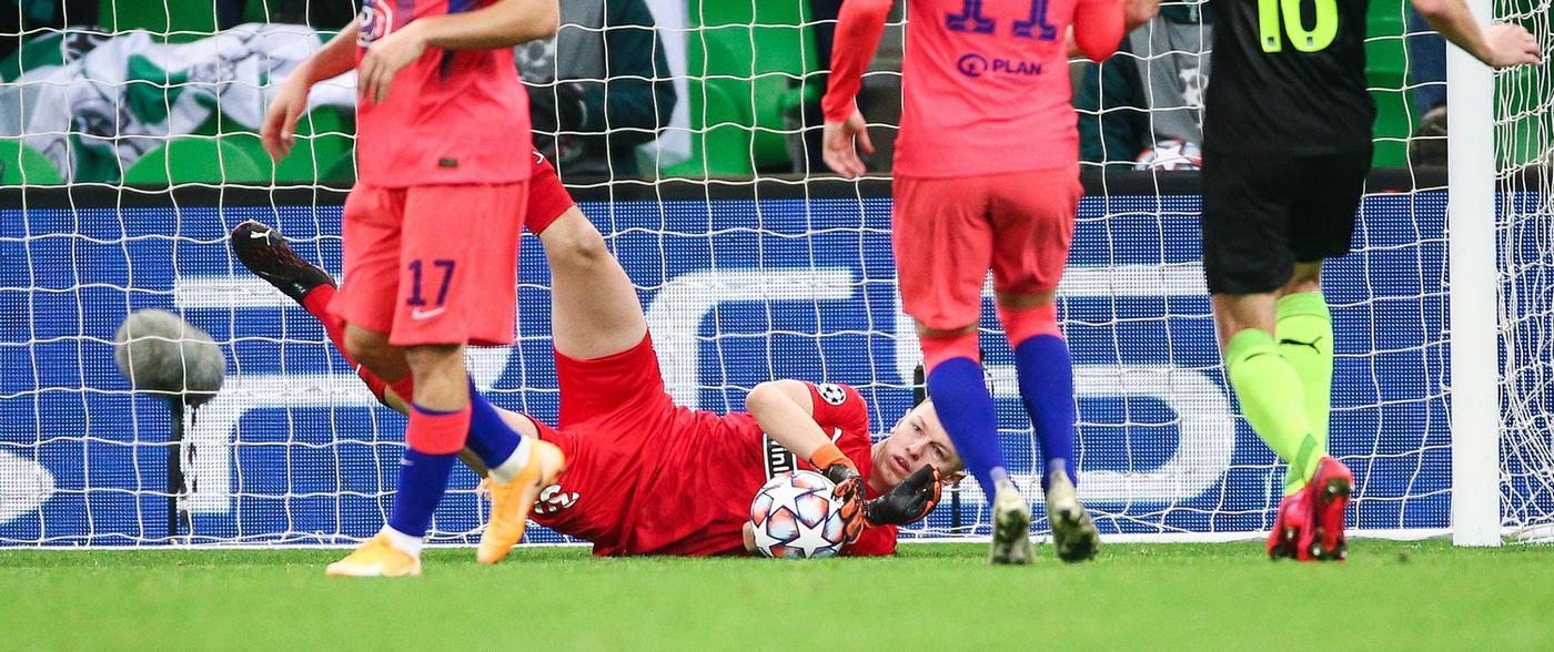 Сафонов взял вину за поражение «Краснодара» от «Челси» на себя - фото