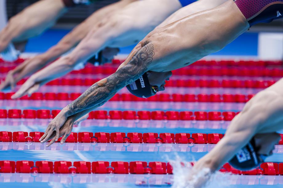 Обезвоживание. Звездные российские пловцы выступили хуже гребчих за день на Олимпиаде 2020 - фото