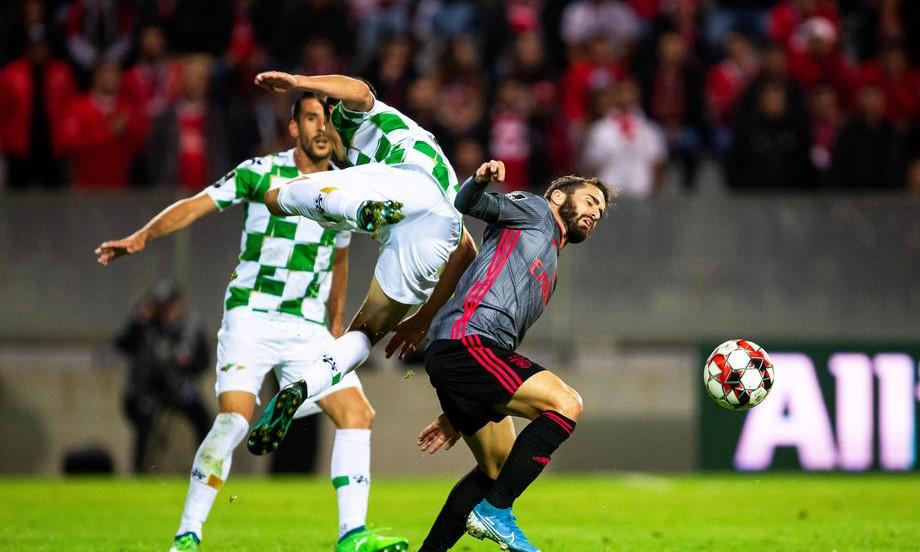 «Бенфика» продолжает побеждать в Португалии. Ее бьют только соперники уровня «Зенита» - фото
