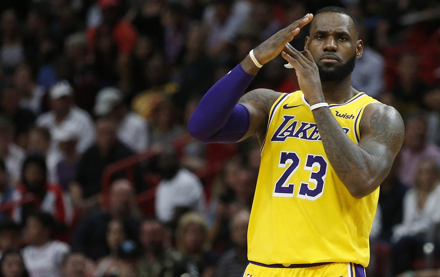 Леброн вышел на третье место в списке лучших снайперов НБА, обойдя Брайанта - фото