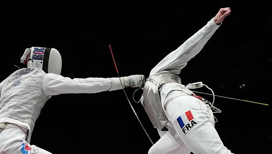 Российские рапиристы взяли серебро в командном турнире - фото