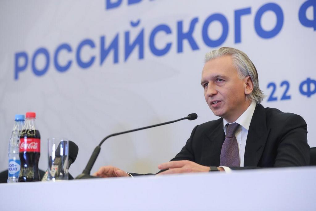 Александр Дюков сказал, что с сезона 2022/23 российский футбол может вернуться на систему «весна – осень» - фото