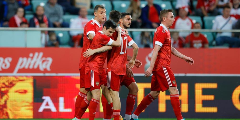 Россия сыграла вничью с Польшей, Сафонов дебютировал за первую команду - фото