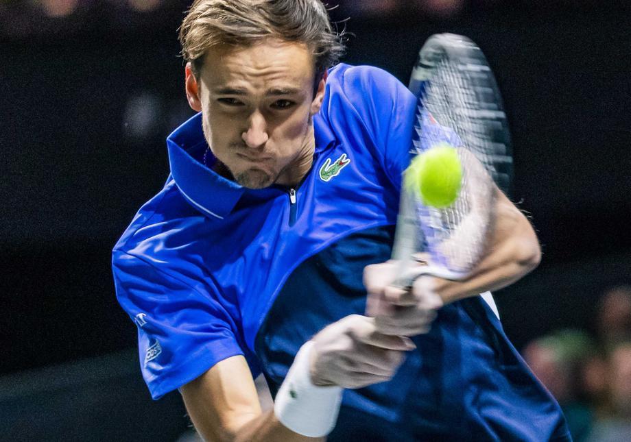 Медведев объяснил сенсационное поражение в матче со 104-й ракеткой мира - фото