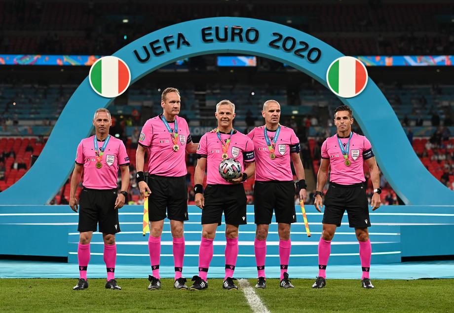 Главный арбитр финала ЕВРО-2020 завершает карьеру - фото