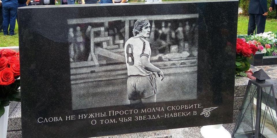 В Санкт-Петербурге открылся памятник Владимиру Казаченку - фото
