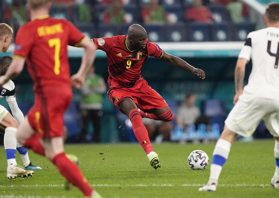 Итальянский защитник считает, что Роналду легче обыграть, чем Лукаку - фото