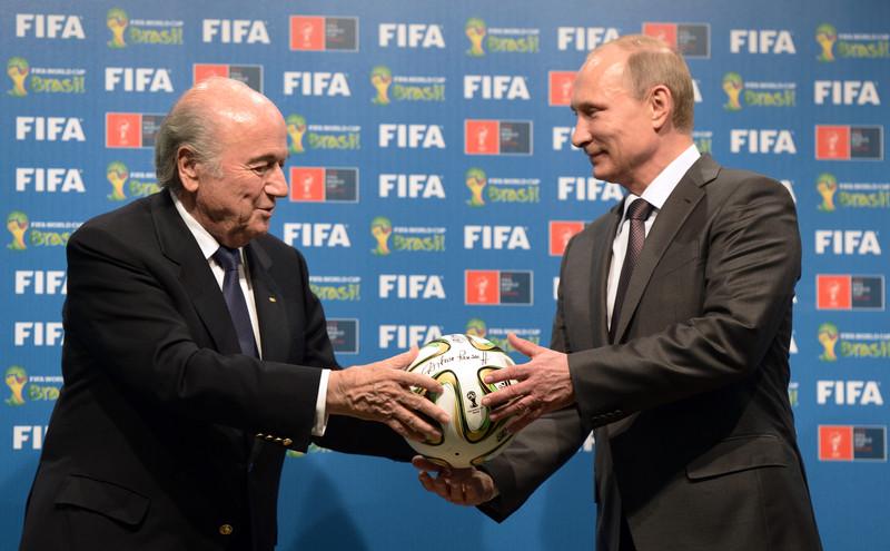 Чемпионат мира раз в два года – идея Блаттера. Планировал реформу к столетию ФИФА, агитировал в России