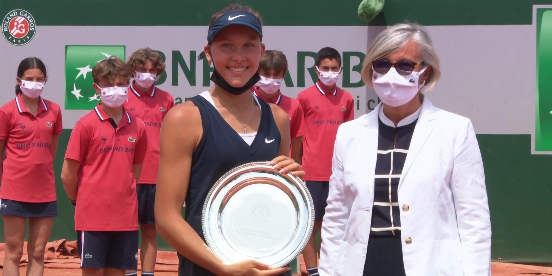 Россиянка Селехметьева выиграла юниорский «Ролан Гаррос» в паре, Андреева в одиночке проиграла - фото