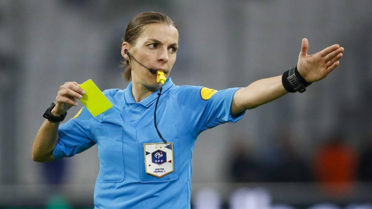 Бывший тренер «Зенита» сказал неприятные слова женщине-арбитру - фото