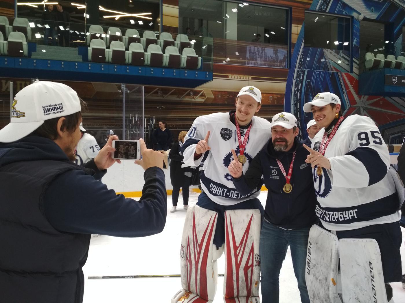 Осада крепости и рыцарский штурм. Питерское «Динамо» выиграло финальную серию ВХЛ - фото