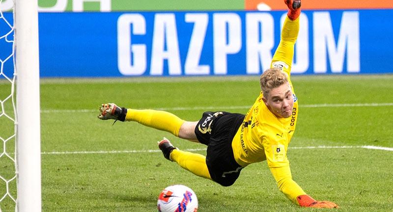 Вратарь «Крыльев Советов» Ломаев раскритиковал судейство в матче против «Зенита» - фото
