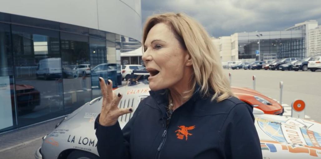 Самая экстремальная женщина-водитель в мире - фото
