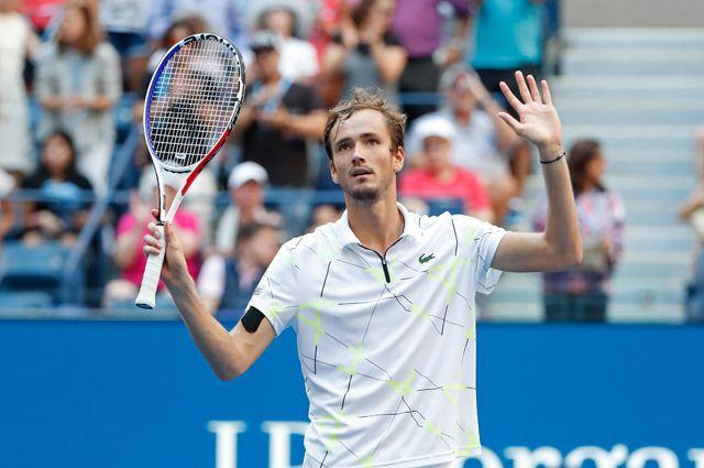 Даниил Медведев вышел в четвертьфинал турнира серии «Мастерс» в Шанхае - фото