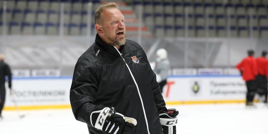 В КХЛ состоялась первая тренерская отставка в сезоне - фото