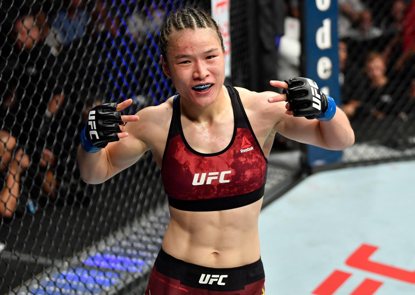 Чемпионка UFC из Китая решила продолжить подготовку к бою в США из-за коронавируса - фото