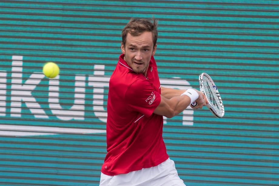 Даниил Медведев вышел в финал на Мальорке, через четыре дня ему нужно стартовать на Уимблдоне - фото