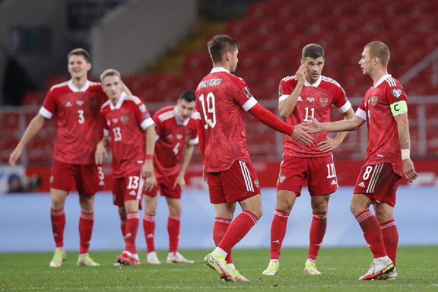 Игроки сборной России знают что такое «ауф» и «фейспалм», но «бумер» для них это автомобиль - фото