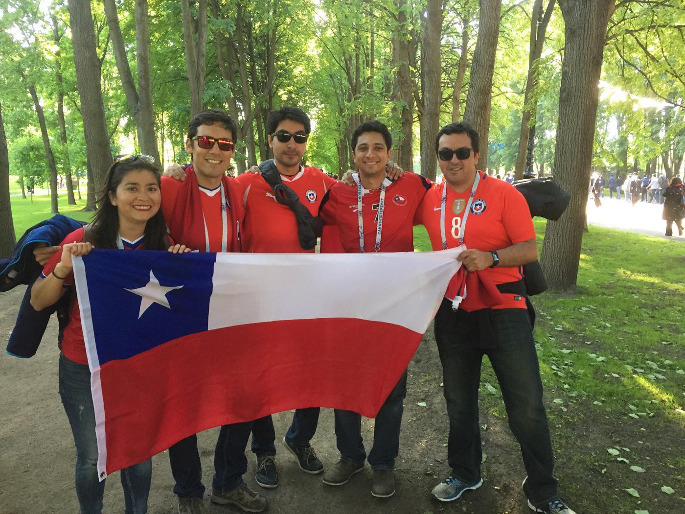 Семь тысяч флагов для сборной Чили - фото
