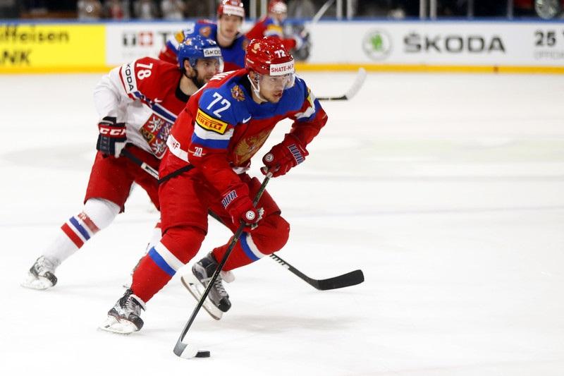 Артемий Панарин: Нам в хоккей надо играть, а нас настраивают народ крошить - фото