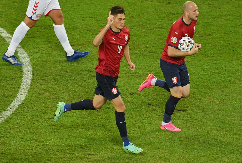 УЕФА назвала лучший гол Евро-2020  - фото