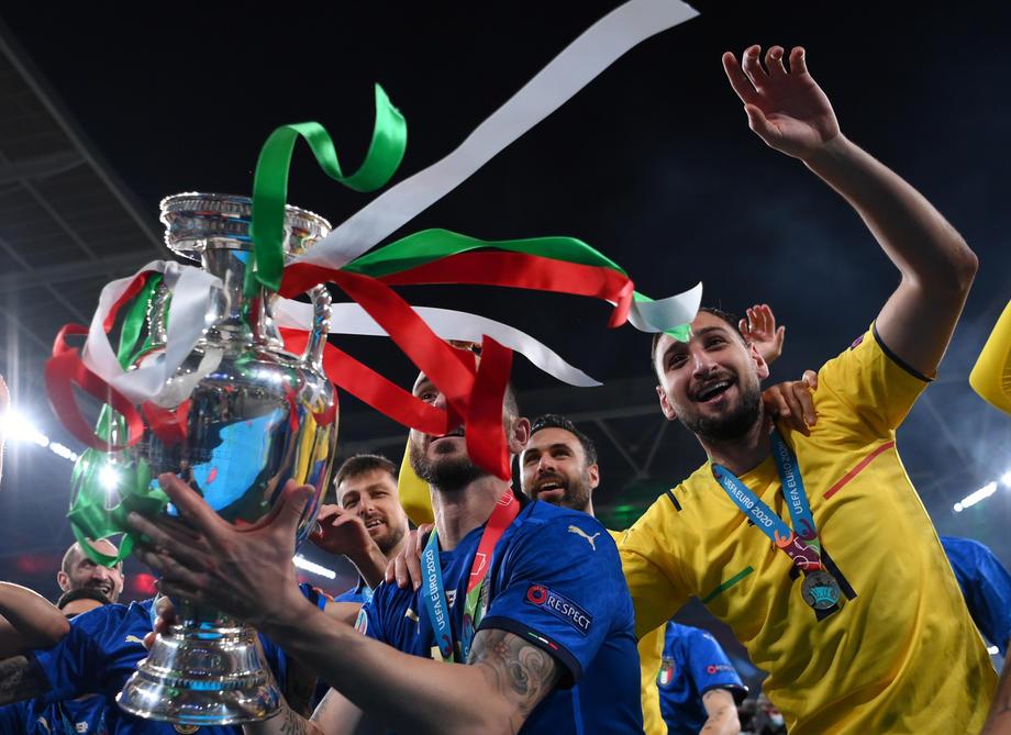 УЕФА представил символическую сборную Евро-2020 - фото