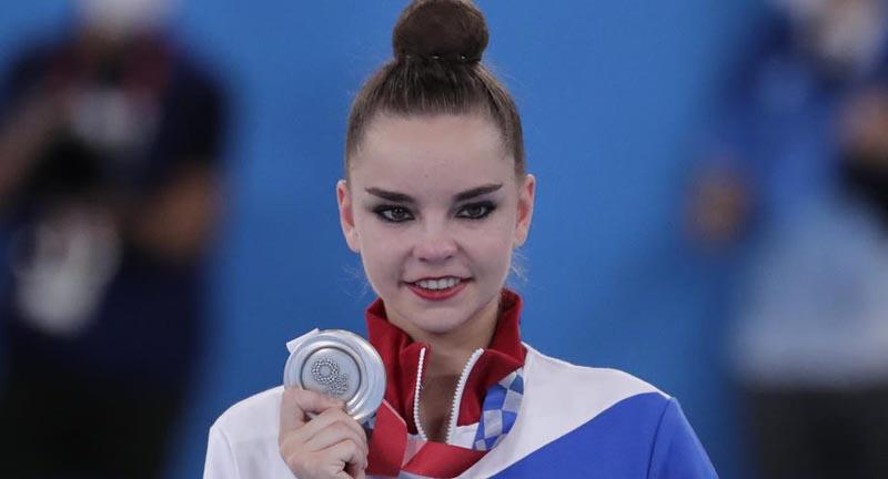 Плющенко и Слуцкая выразили недовольство из-за оценок судей гимнастке Авериной на Олимпиаде-2020 - фото